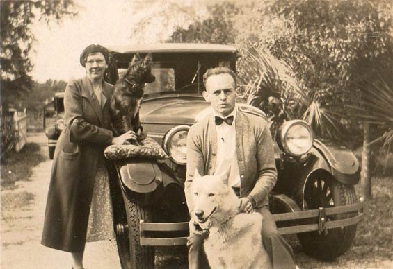1927 Hupmobile With Jennie, Elmer, Teddy and Rinty, December 3, 1932 (Source: Sorg)